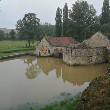La forge reste ouverte malgré l'inondation.